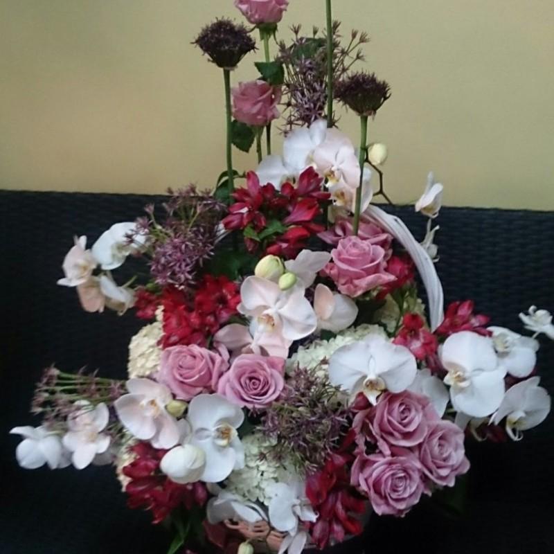 Кошница със смесени цветя